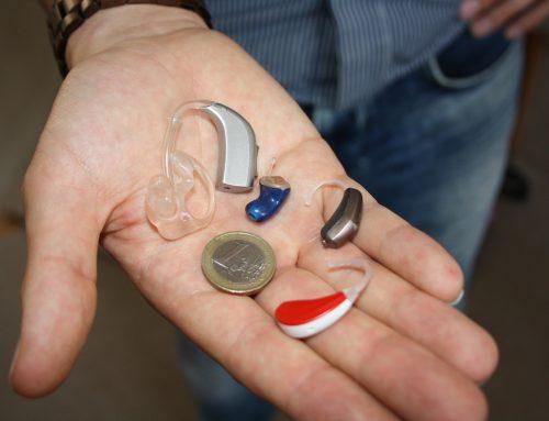 ¿Qué son y cómo funcionan los audífonos para sordos?